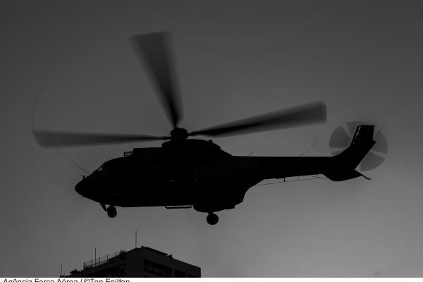 Aeronave do Esquadrão Puma foi empregada em resgate de vítimas de enchentes e também no transporte do Papa Francisco