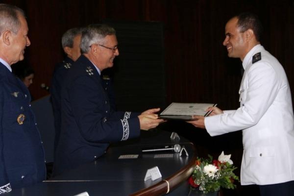 Primeiro Colocado do CCEM recebe o Diploma   SO Tostes/ECEMAR
