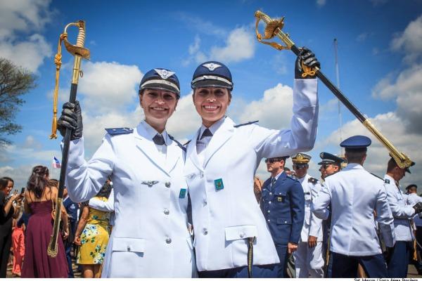 As aspirantes no término da formatura.  Agência Força Aérea/Sgt Johnson