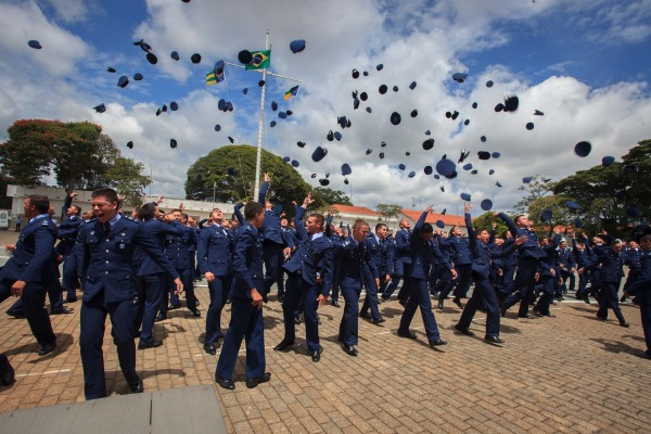 As instituições localizadas em Barbacena e Belo Horizonte formaram, respectivamente, 143 alunos e 179 novos oficiais