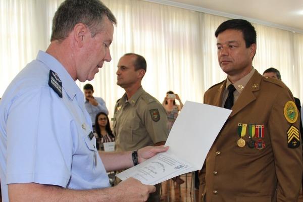 """O órgão regional entregou aos homenageados a menção """"Destaque SIPAER"""""""