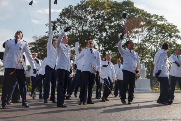 Solenidades militar e civil foram marcadas por premiações aos formandos