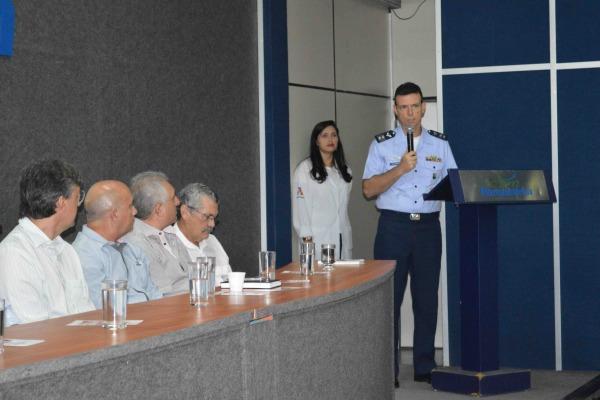 Coronel Santoro representou a FAB na reunião  S2 Canário