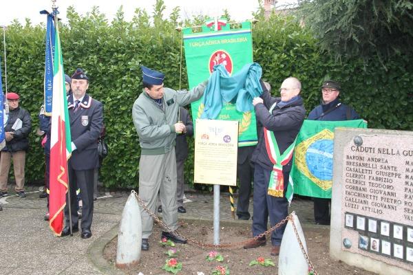 Descerramento de placa comemorativa  Adidância Militar