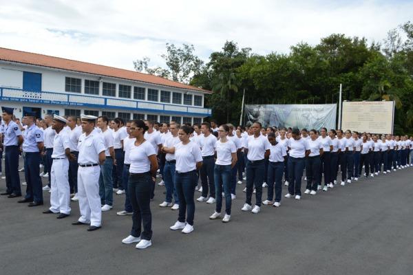 Mais de 450 jovens iniciam a formação em três cursos de carreira militar