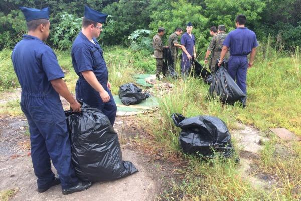 Militares do efetivo do Quinto Comando Aéreo Regional se engajaram em mutirão