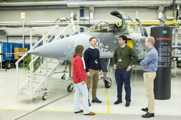 Primeiros engenheiros brasileiros já estão na Suécia para ajudar a desenvolver o futuro caça da FAB