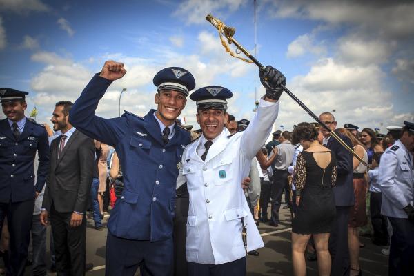 Conheça a história dos irmãos Lucas e Leandro, que hoje são oficiais da Força Aérea Brasileira