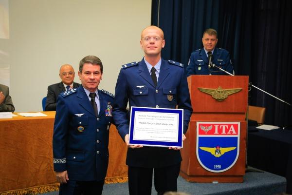 Tenente Bernardo recebeu seis prêmios  Agência Força Aérea/Sargento Johnson