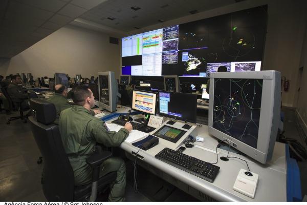 O evento também abordou a melhor forma de educar os operadores de aeronaves remotamente pilotadas