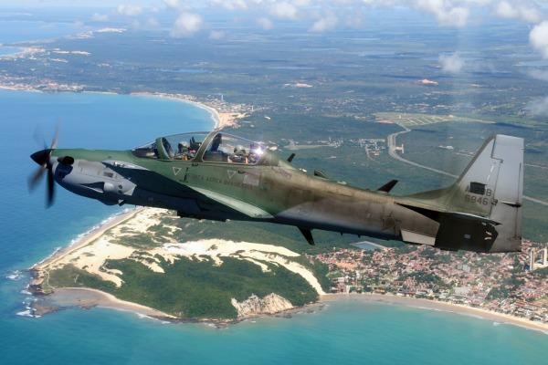 SOBREVOO DA CIDADE DE NATAL COM O A-29  TEN CEL AV LEITE