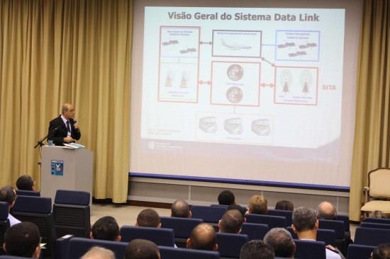 Uma das palestras foi sobre o Data Link para ATS