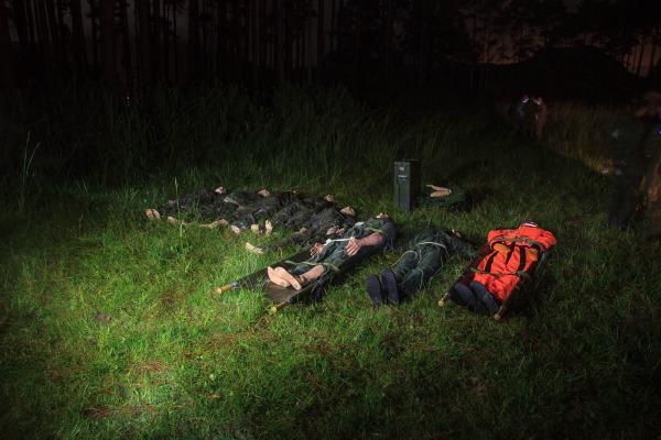 Antes do início do exercício simulado, as vítimas foram levadas para o local do   Agência Força Aérea/ Sargento Johnson