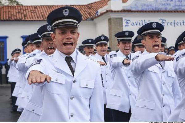 O salário inicial de um Terceiro-Sargento é em torno de R$ 3 mil