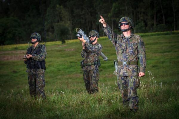 Soldado J. M. atua na defesa antiaérea