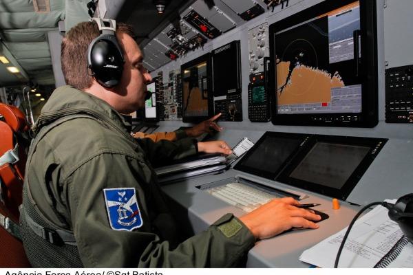 Capacitação qualifica militares para utilizar os equipamentos de guerra eletrônica a bordo das aeronaves
