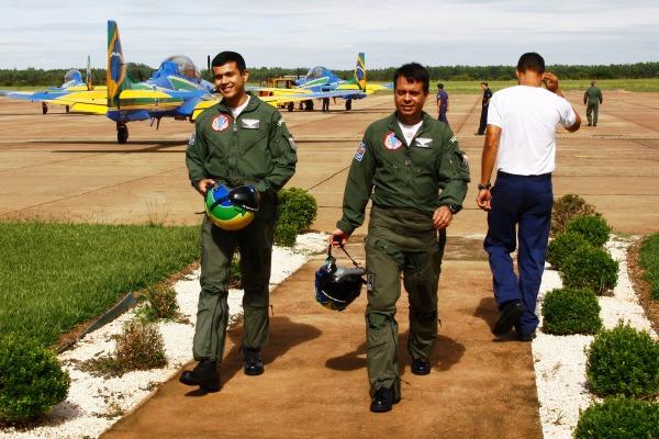 Cap Wander treina voo de dorso na posição #3  Sgt Ribeiro