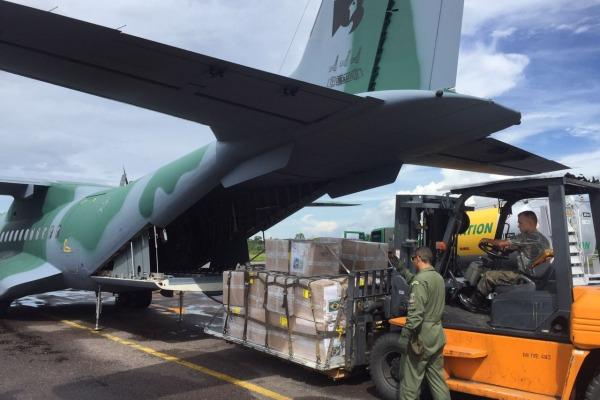 Aeronave C-105 Amazonas decolou na tarde deste sábado (23/04) com mais de 1,5 ton em medicamentos e vacinas