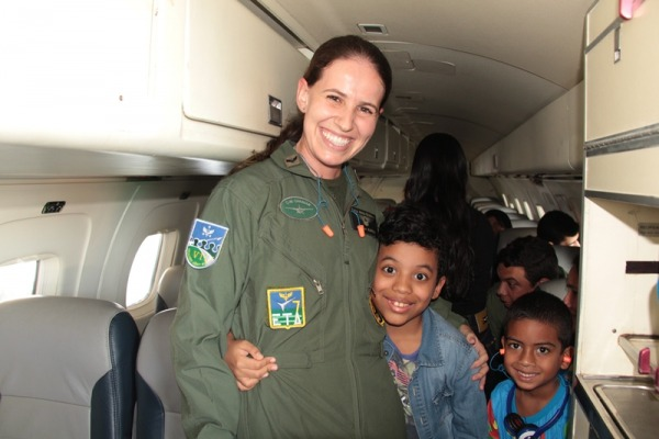 Familizar as crianças com este meio de transporte ajuda na preparação para viagens