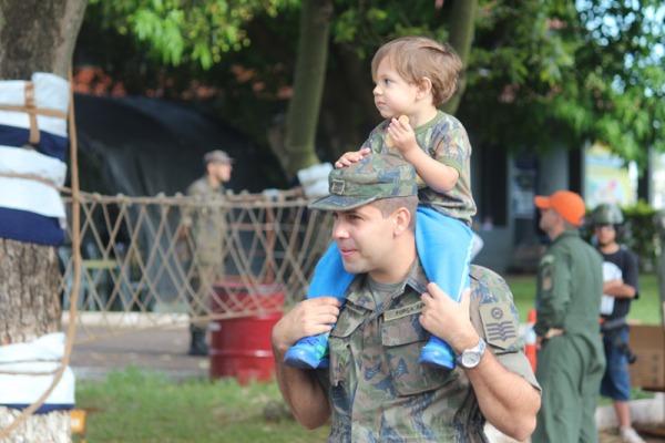 Visitantes conheceram as seções de trabalho de seus pais e as aeronaves das unidades aéreas