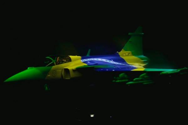 Oficiais-generais ressaltaram o desenvolvimento tecnológico e as novas capacidades do avião