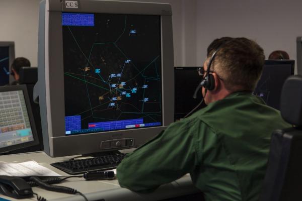 Mais de cem situações complexas testam estratégias para garantir defesa do espaço aéreo