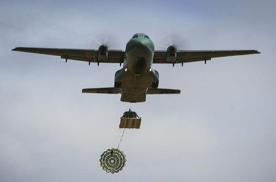 Tripulação da FAB lançou uma carga com 1.040 quilos