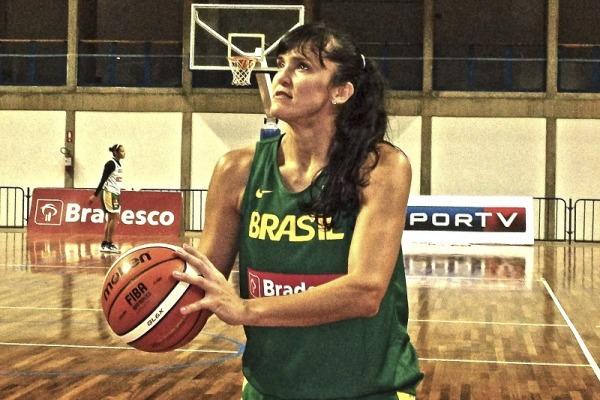 A pivô voltou à seleção brasileira depois de oito anos