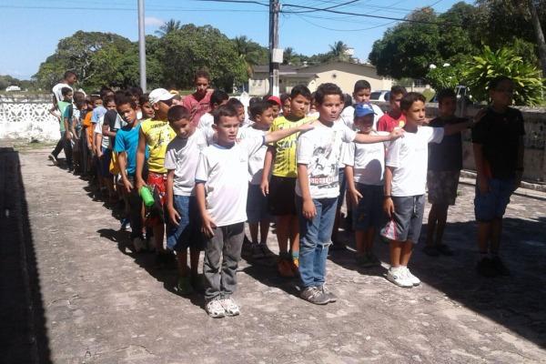 Este ano os alunos realizam práticas esportivas, de reforço escolar e também de educação ambiental