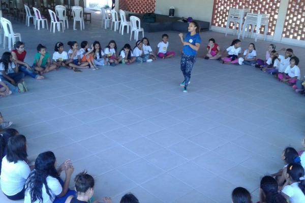 crianças assistindo aula  SCS BANT
