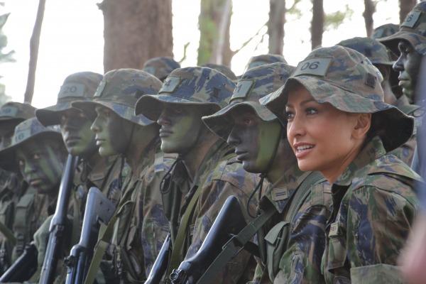 Sabrina acompanha instrução com Cadetes de Infantaria   3S Gaedke