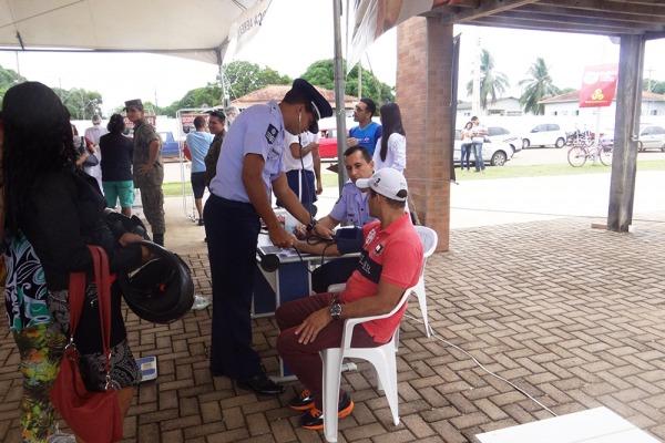 Unidade também recebeu crianças para conhecerem aviões e helicópteros usados pela FAB