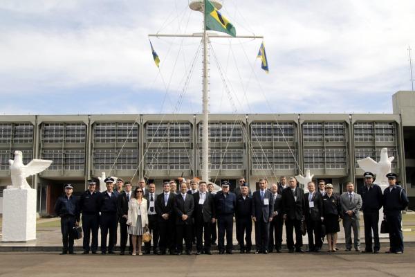 Comitiva também esteve em Gavião Peixoto, onde é fabricado o maior avião brasileiro