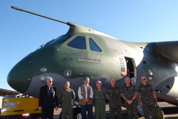 Raul Jungmann também conheceu aeronave KC-390