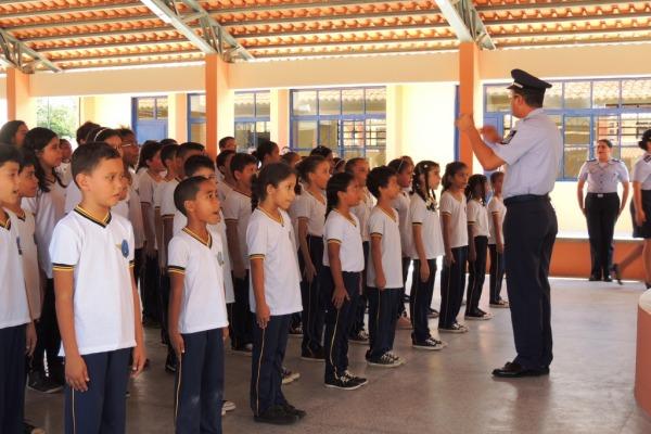 Local atende mais de cem crianças, de 7 a 14 anos, no ensino fundamental