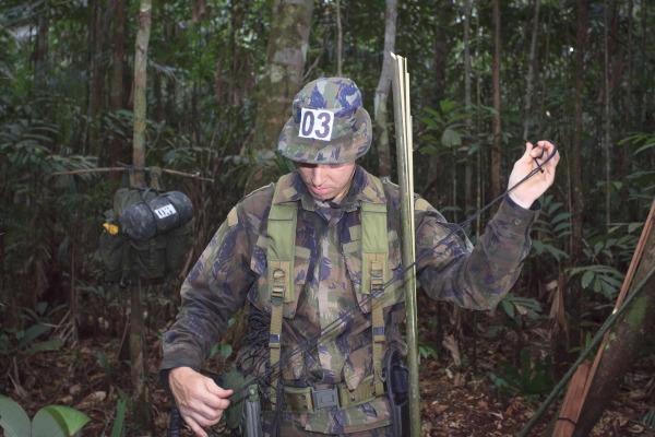 Curso reproduz cenário que um sobrevivente de acidente aéreo encontraria na selva amazônica