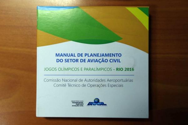 Mídia contendo o manual da SAC | Luiz Eduardo Perez / DECEA