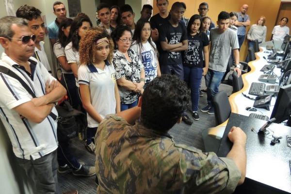 O objetivo é despertar o interesse dos estudantes por áreas ligadas à ciência e tecnologia