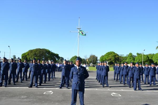 Primeiro lugar e soldado padrão em destaque | CB N Farias