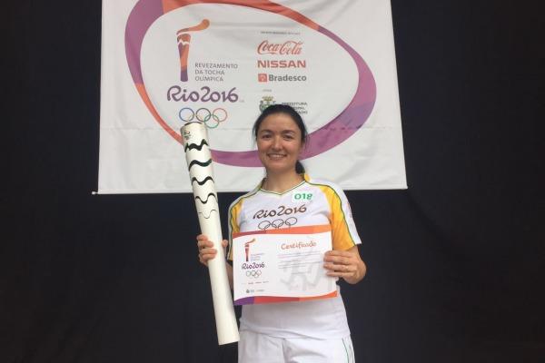 A Major Intendente Lislaine conduziu o símbolo olímpico na cidade de Lajeado (RS)