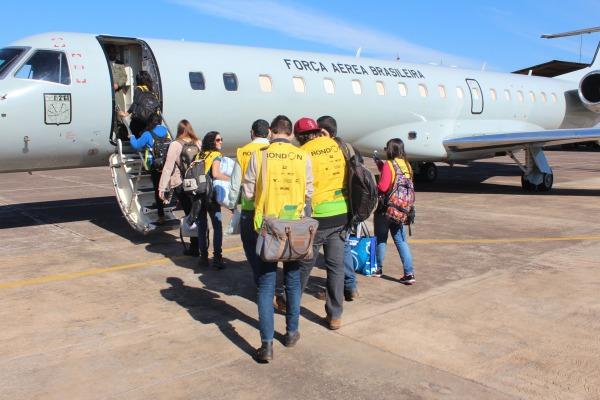 Os estudantes foram transportados em duas aeronaves C-99
