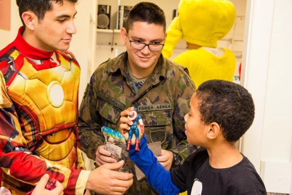 A visita fez parte das atividades do projeto social Amigos da Força Aérea Brasileira