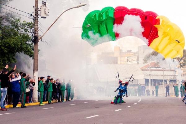 Militares da FAB participaram da cerimônia e do revezamento da Tocha Olímpica no RS