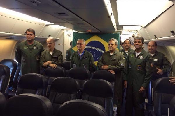 Autoridades conhecem a nova aeronave da FAB