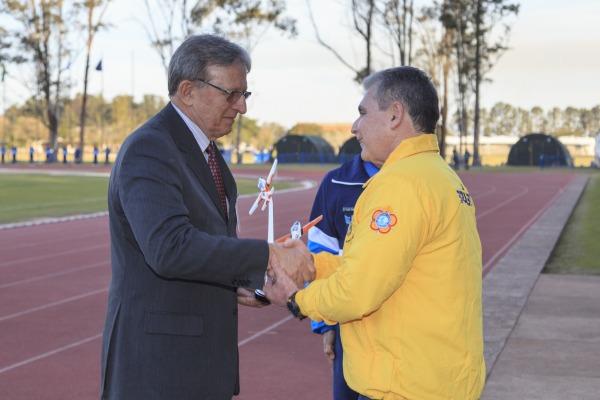 Coronel Silva Júnior, ex-atleta, é homenageado