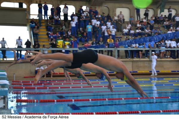 A FAB se destacou na natação