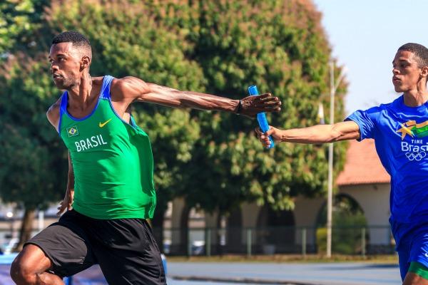 O atleta vai competir nos 200m rasos e no revezamento 4x100
