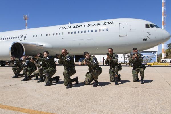 153 integrantes da FAB e 91 militares da Marinha foram transportados
