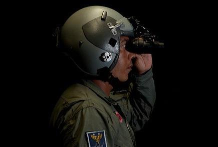 Os óculos de NVG são usados por pilotos e tripulantes em operações noturnas