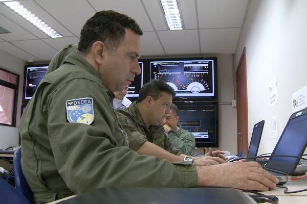 O programa mostra as diversas áreas de atuação da Força Aérea Brasileira